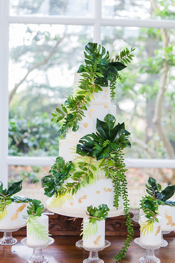 Tropical Wedding Cake | Wedding Inspiration | Flamboyant Invites