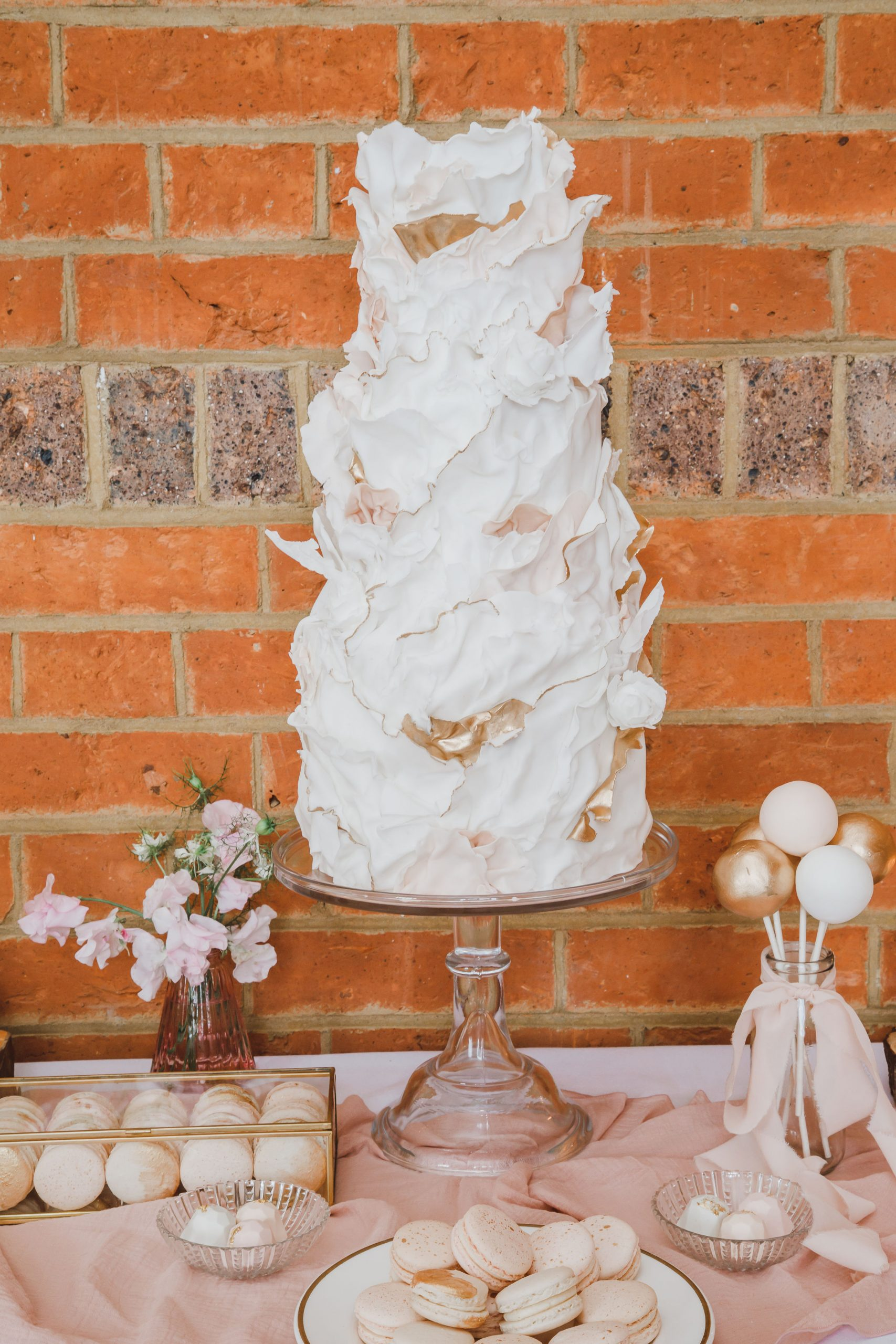 Modern Wedding Cake Ideas | Flamboyant Invites